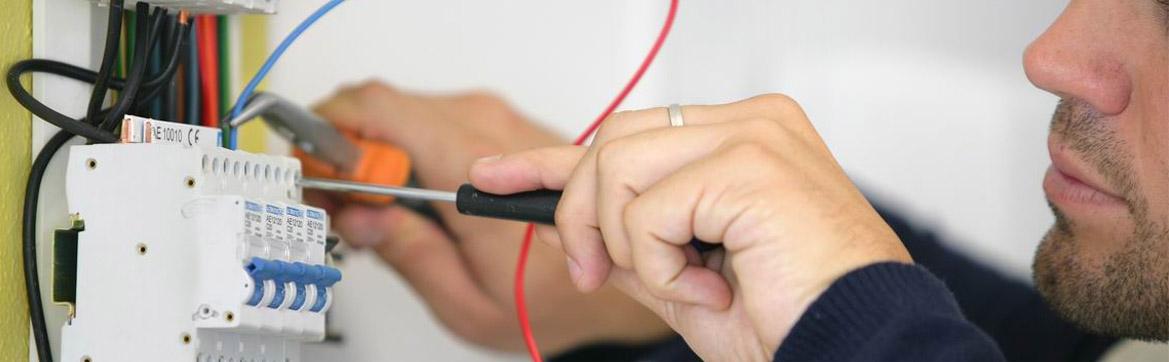 Que font les électriciens professionnels ?